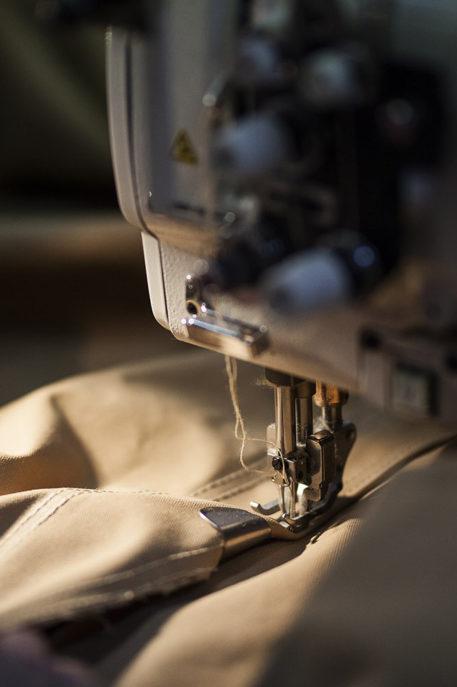 Tentdoek met naaimachine