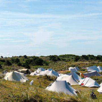 De Waard tenten achter duinen